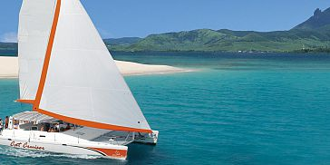 Luxury catamaran cruise ile aux cerfs (2)