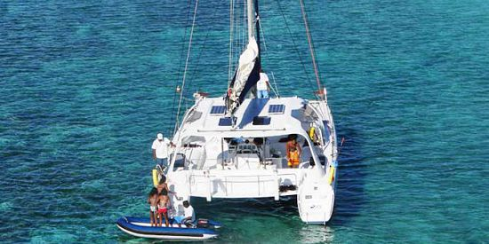 Catamaran Cruise - Flat Island & Lunch & Open Bar