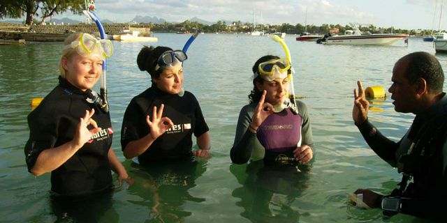 PADI Discovery Initiation diving in mauritius (5)