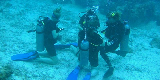 PADI open water diving course in mauritius (4)