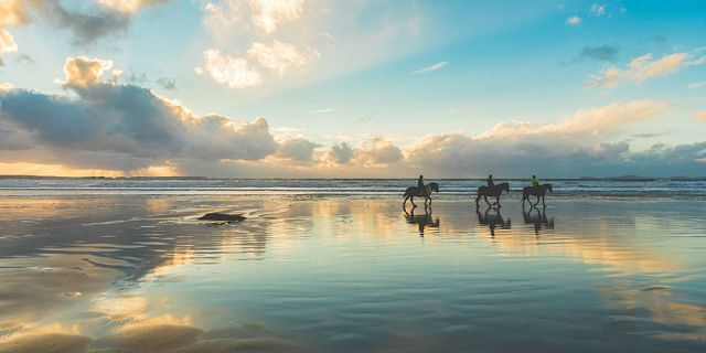 secluded horse riding on the riambel beach (8)