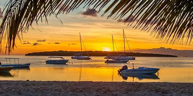 Private catamaran sunset cruise with dinner black river (3)