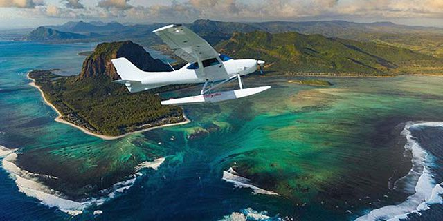 Exclusive seaplane tour of the underwater waterfall southwest (3)