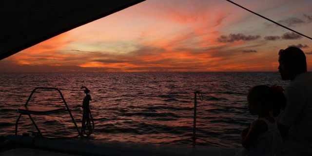 Catamaran sunset dinner cruise in mauritius (1)