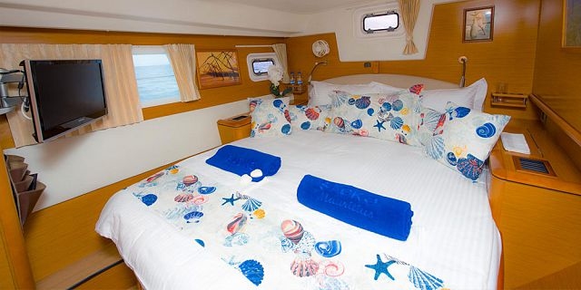 Overnight private luxury catamaran cruise (3)