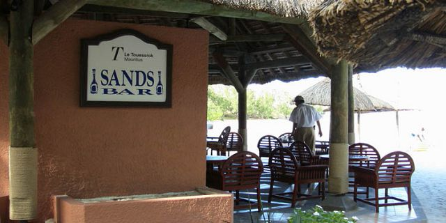 Ile aux cerfs island sands bar