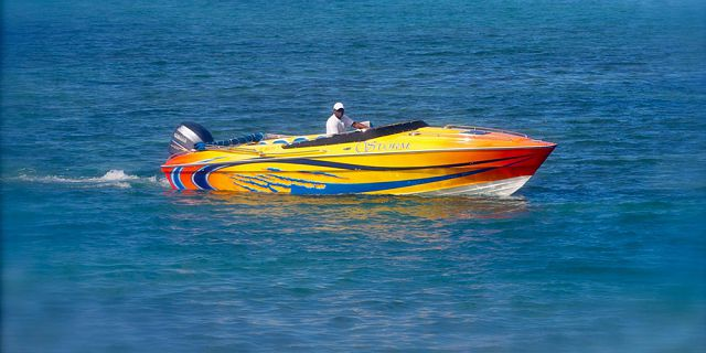 Private speed boat east coast cerfs blue (2)