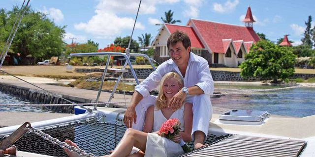 Exclusive private catamaran cruise in mauritius (1)
