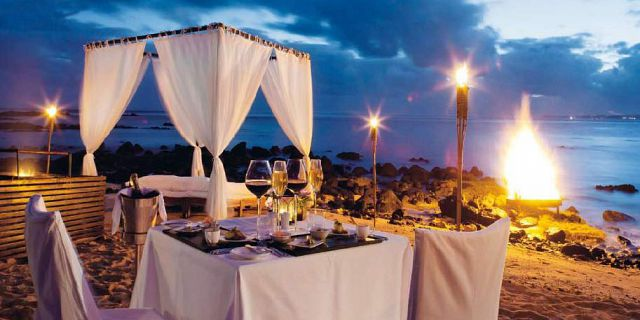 Private candlelight beach dinner (1)