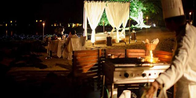 Private candlelight beach dinner (5)