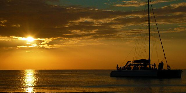 Private catamaran 2 hours sunset cruise west coast (5)