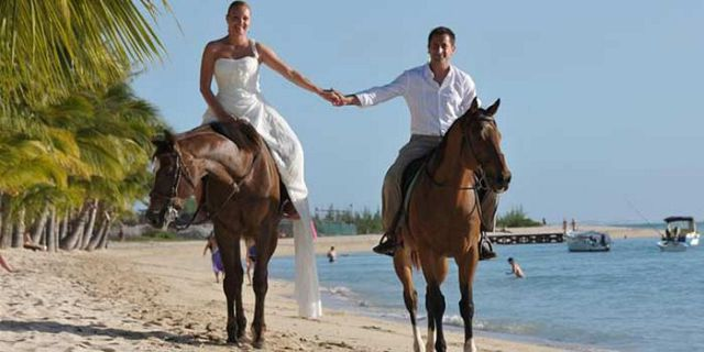 Horse Riding On The Beach - Mauritius Attractions