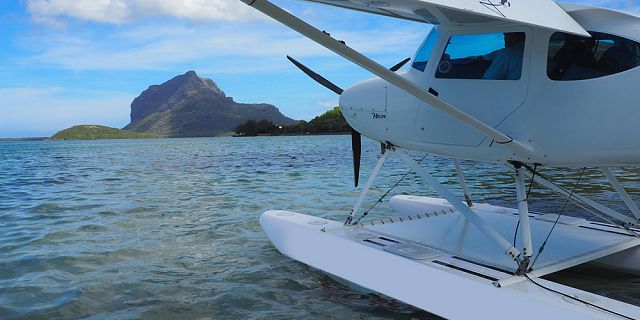 Seaplane flight at le morne mauritius southwest (1)