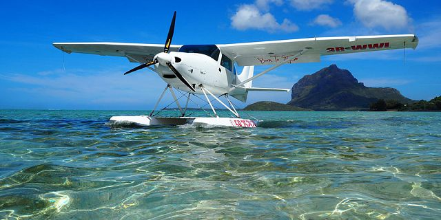 Seaplane flight at le morne mauritius southwest (2)