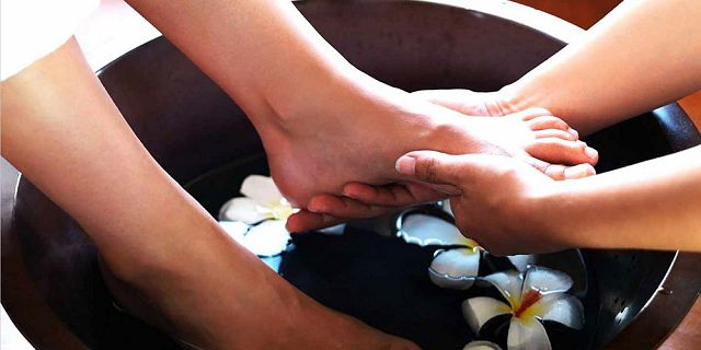 Traditional foot reflexology treatment 40 mins (2)