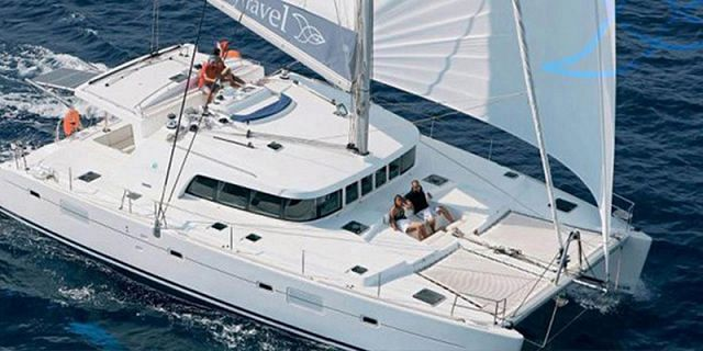 Private overnight luxury catamaran cruise (4)