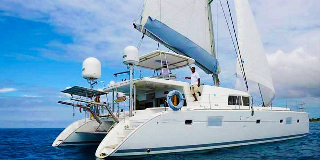 Private overnight luxury catamaran cruise (8)