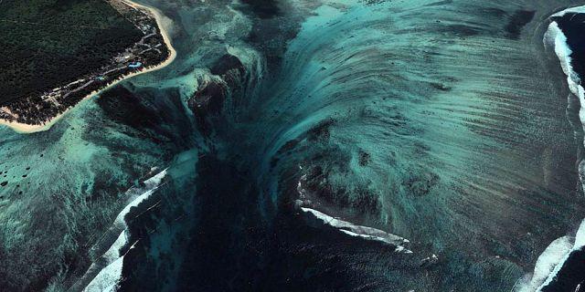 Stunning Illusion of an Underwater Waterfall in Mauritius