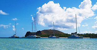 Exclusive Catamaran Cruise - Flat Island & Breakfast, Lunch...