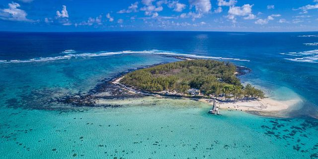 Mauritius coastline and islets tour helicopter flight (9)