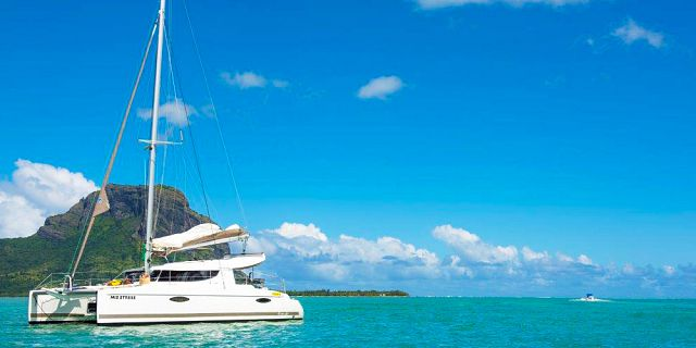 Private overnight catamaran cruise with dinner snorkelling (1)