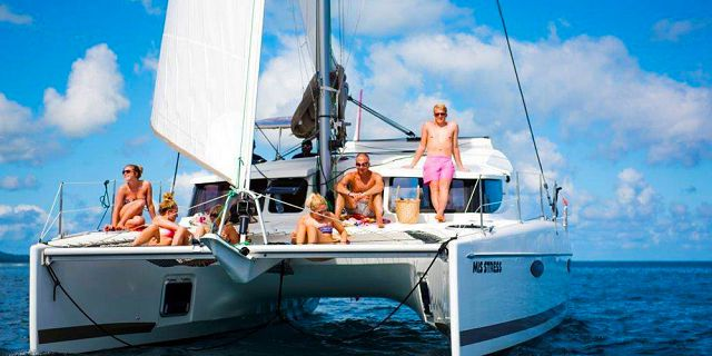 Private overnight catamaran cruise with dinner snorkelling (4)
