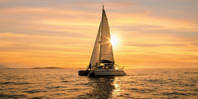 Private overnight catamaran cruise with dinner snorkelling (9)