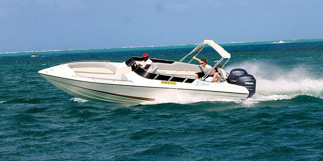 Private speed boat east coast cerfs blue (4)
